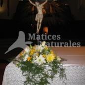 Arreglo de Flores Sobre Altar 2